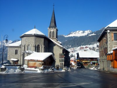 The centre of the village with church and tourist office